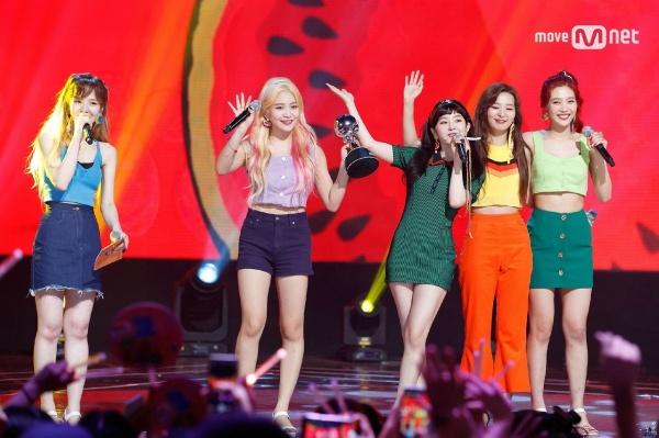 Khó tin nhưng là sự thật: Mỗi lần Yeri nhuộm tóc vàng thì định mệnh sẽ để Red Velvet có hit lớn - Hình 5