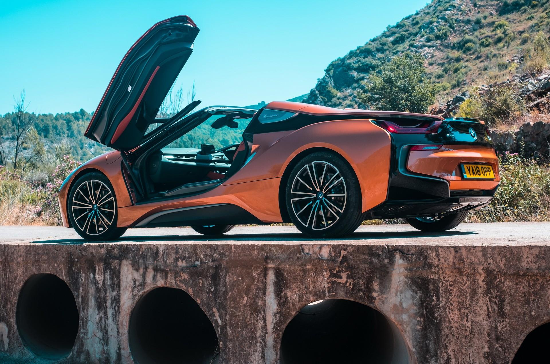 Lộ diện hình ảnh BMW i8 thoát xác với hình hài mới, sắc sảo không ngờ - Hình 1