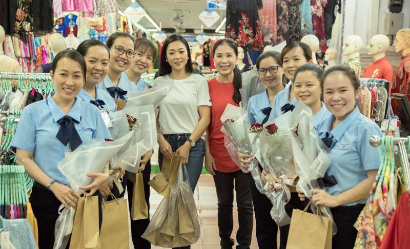 Nghệ sĩ Kim Xuân tạm gác công việc để tặng quà cho người bán hàng rong lễ Vu Lan - Hình 7