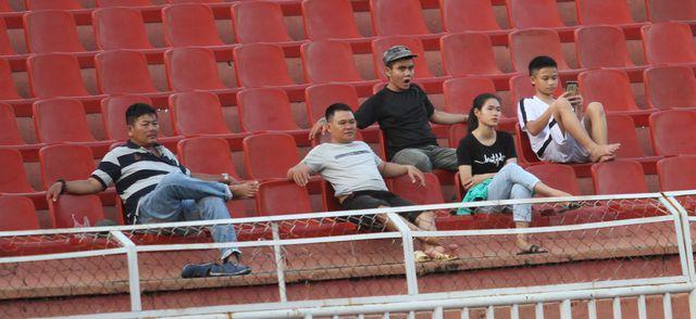 Những khoảnh khắc U18 Việt Nam bất lực trong trận thua sốc trước Campuchia - Hình 11