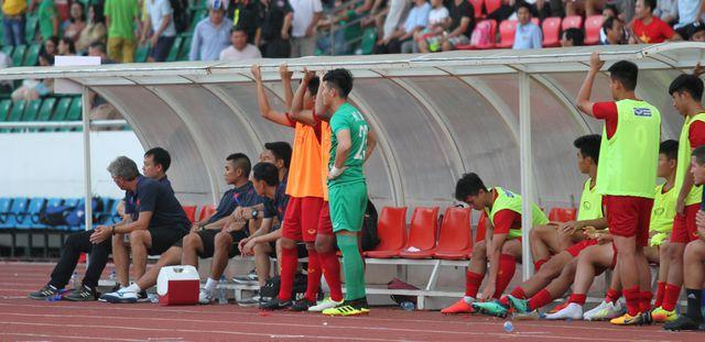 Những khoảnh khắc U18 Việt Nam bất lực trong trận thua sốc trước Campuchia - Hình 15