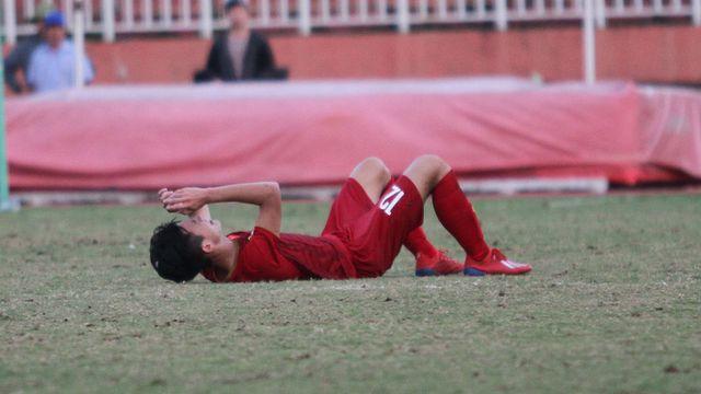Những khoảnh khắc U18 Việt Nam bất lực trong trận thua sốc trước Campuchia - Hình 18