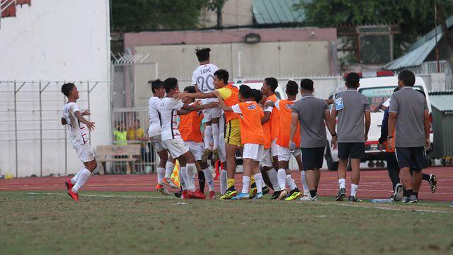 Những khoảnh khắc U18 Việt Nam bất lực trong trận thua sốc trước Campuchia - Hình 19