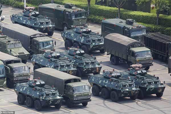 Quân đội Trung Quốc cảnh báo sẽ ập tới Hong Kong trong vài phút - Hình 2