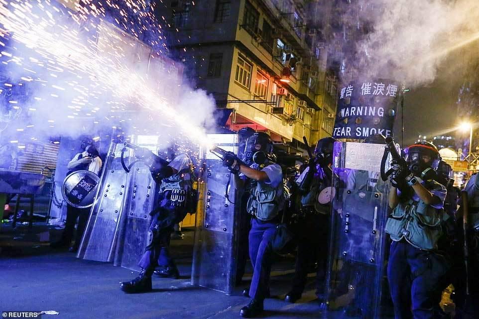 Quân đội Trung Quốc cảnh báo sẽ ập tới Hong Kong trong vài phút - Hình 4