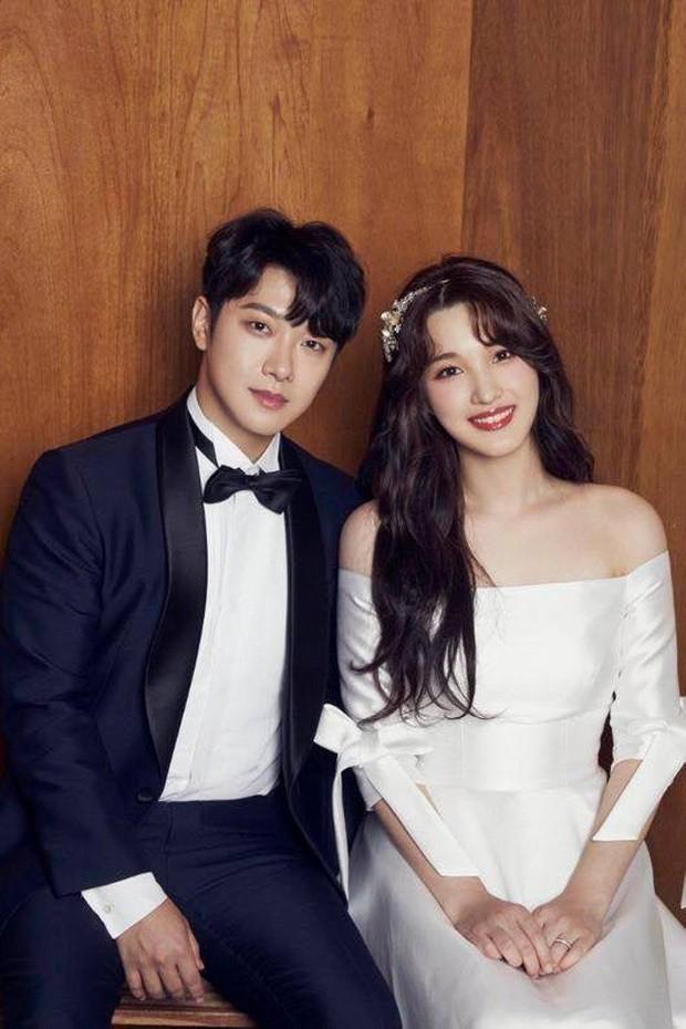 Thần tốc như cặp bố mẹ trẻ nhất Kbiz: Minhwan và nữ idol ngực dạng khủng sắp đón con thứ 2 chỉ sau 1 năm kết hôn - Hình 3