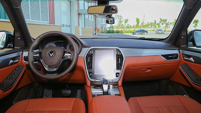Trong tầm tiền 1,5 tỷ, chọn VinFast LUX SA2.0 hay Hyundai SantaFe 2019? - Hình 12
