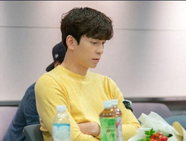 Vagabond' của Suzy - Lee Seung Gi phát hành hình ảnh hiếm hoi tại buổi đọc kịch bản và xác nhận thời gian lên sóng - Hình 3