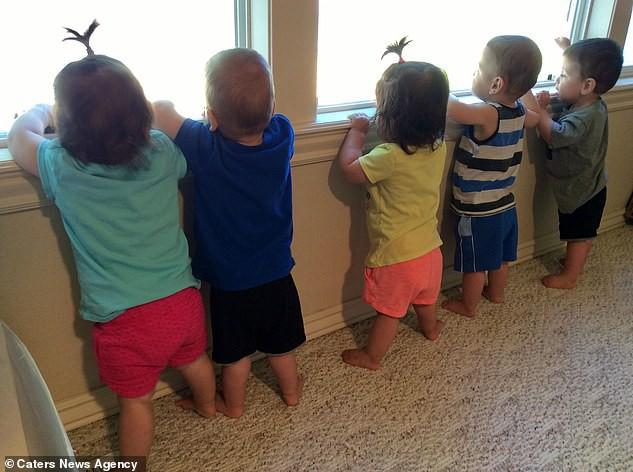 Vợ sinh một phát 5 con, chồng nghĩ ra cả loạt tuyệt chiêu hay ho để việc chăm con dễ như trở bàn tay - Hình 7