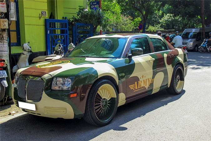 Xe sang Chrysler 300 rao bán chỉ 650 triệu ở Hà Nội - Hình 1