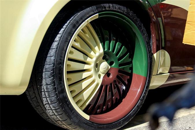 Xe sang Chrysler 300 rao bán chỉ 650 triệu ở Hà Nội - Hình 3
