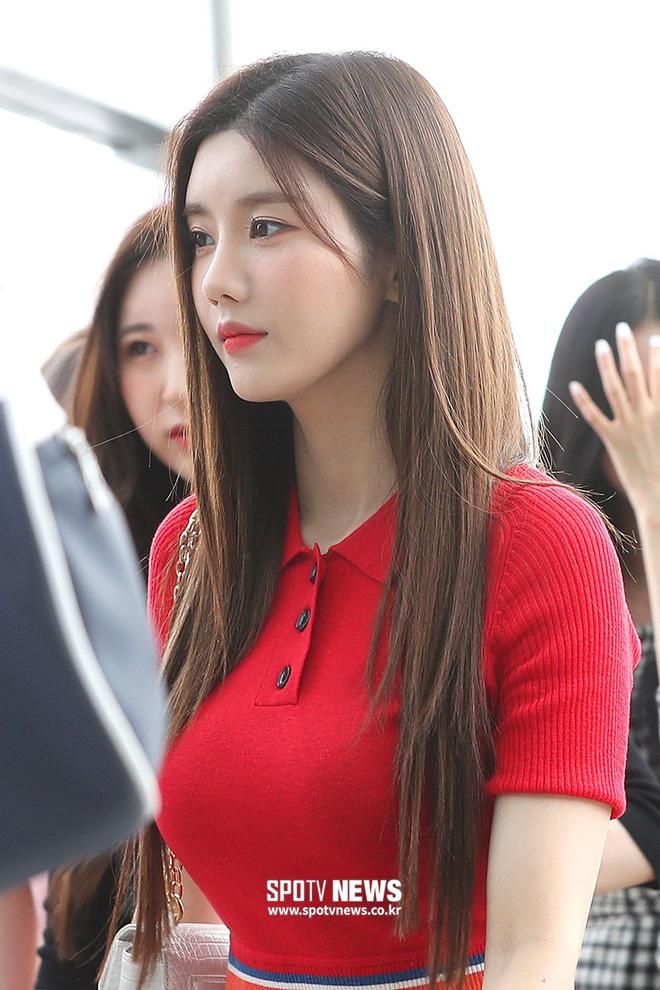 Đụng full combo từ váy tới tóc và makeup, Joy (Red Velvet) và Eunbi (IZ*ONE) khiến netizen cân não vì không biết ai đẹp hơn - Hình 6