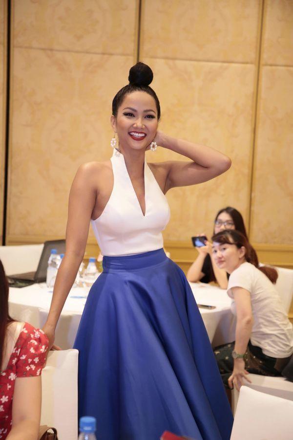 HHen Niê và Võ Hoàng Yến đọ sắc một chín một mười tại sự kiện Miss Universe tại Hà Nội - Hình 6
