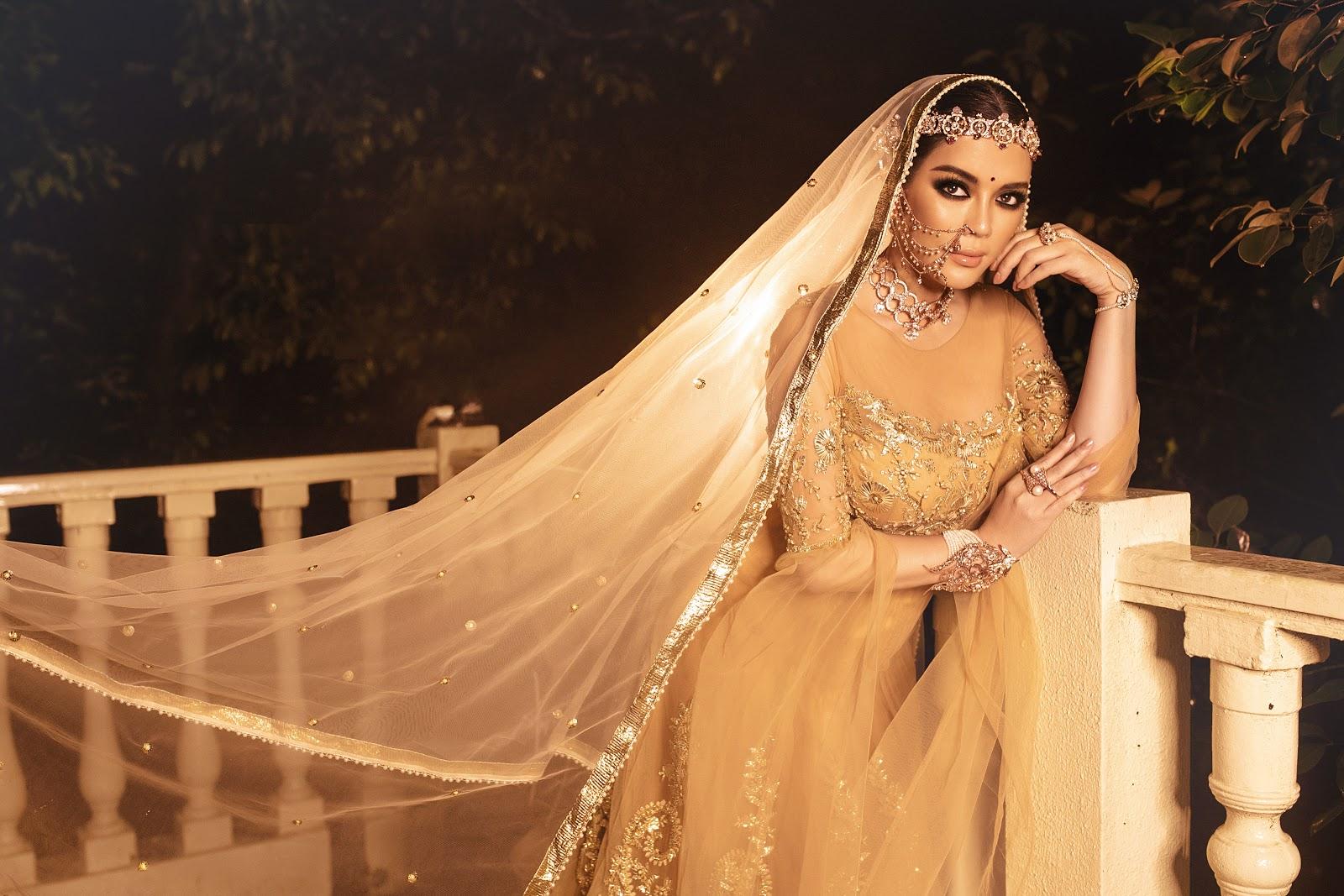 Lý Nhã Kỳ diện váy vàng 18k, đeo trang sức kim cương trong ngày sinh nhật thứ 4 của bố nuôi tỉ phú Ấn Độ - Hình 2