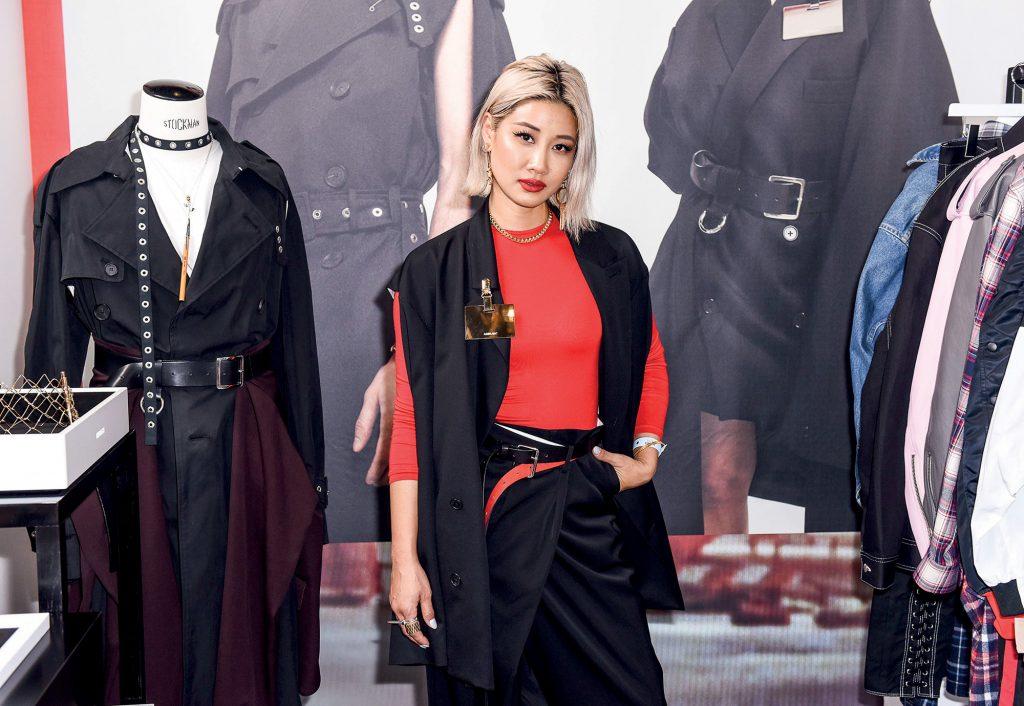 Có gì trong tủ đồ của NTK Yoon Ahn - tài nữ cá tính nhà Dior? - Hình 1