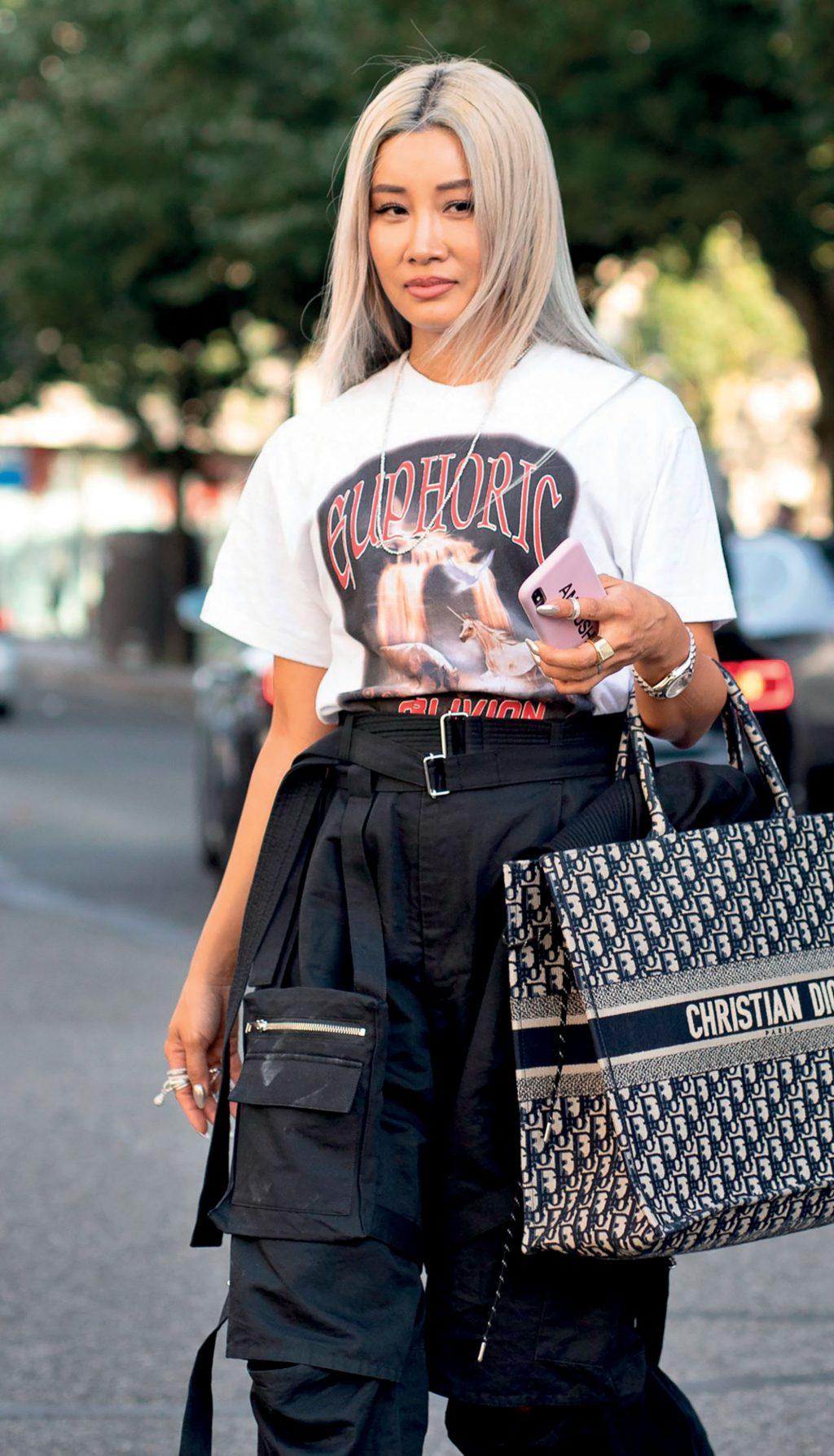 Có gì trong tủ đồ của NTK Yoon Ahn - tài nữ cá tính nhà Dior? - Hình 3