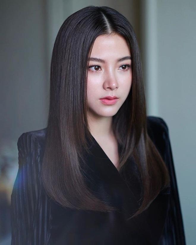 Duy Khánh nhận mưa lời khen sau màn giả gái đẹp xuất thần không kém cạnh Nira trong Chiếc lá bay - Hình 2