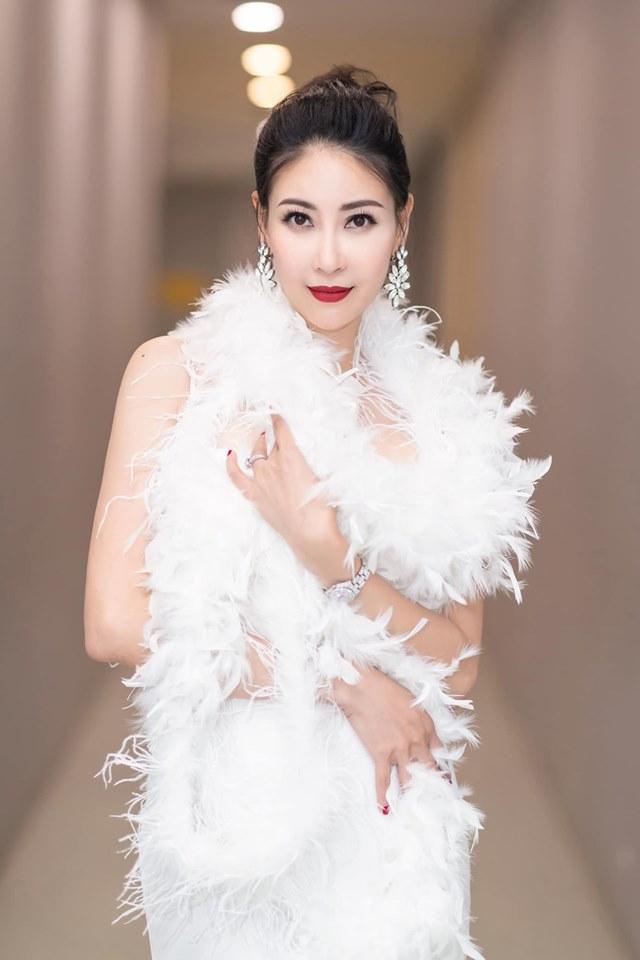 Hoa hậu Hà Kiều Anh mặc váy đẹp như thiên nga, cả showbiz ngước nhìn - Hình 6
