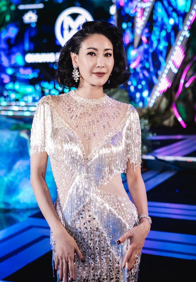 Hoa hậu Hà Kiều Anh mặc váy đẹp như thiên nga, cả showbiz ngước nhìn - Hình 12