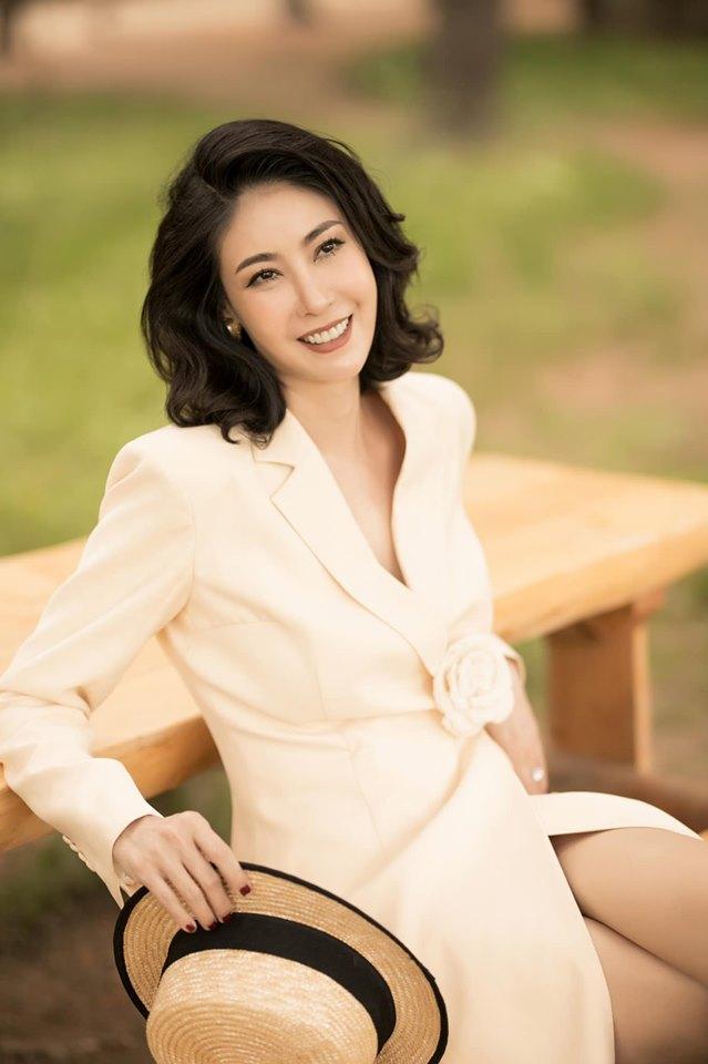 Hoa hậu Hà Kiều Anh mặc váy đẹp như thiên nga, cả showbiz ngước nhìn - Hình 9