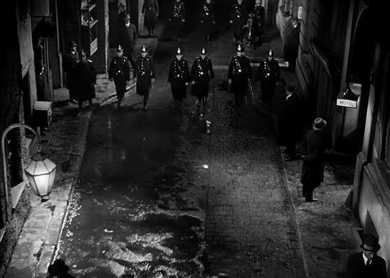 'M': Tiếng huýt sáo ác nhân, cơn ác mộng đô thị - Hình 3