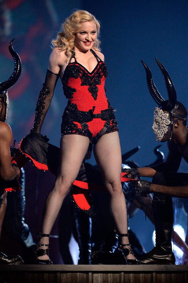 Những khoảnh khắc nổi loạn của nữ hoàng nhạc pop Madonna - Hình 10