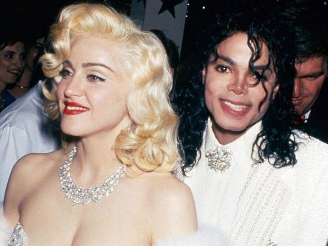 Những khoảnh khắc nổi loạn của nữ hoàng nhạc pop Madonna - Hình 6