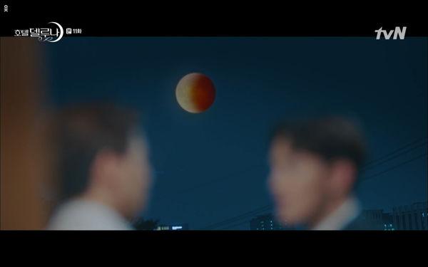 Phim Hotel Del Luna tập 11: IU bất ngờ bị thần chết hỏi thăm, Yeo Jin Goo gặp nguy hiểm khi đụng độ ác nhân - Hình 23
