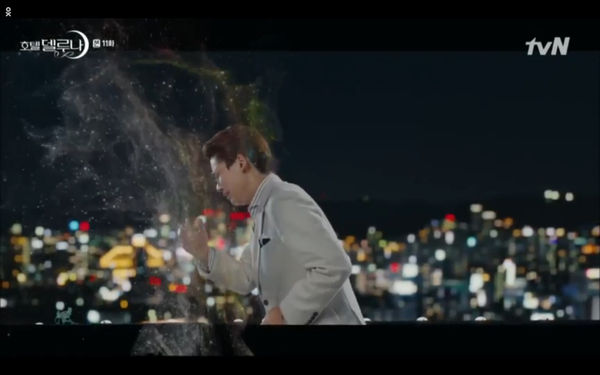 Phim Hotel Del Luna tập 11: IU bất ngờ bị thần chết hỏi thăm, Yeo Jin Goo gặp nguy hiểm khi đụng độ ác nhân - Hình 32