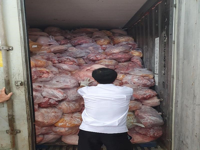 40 tấn thịt nhiễm dịch tả lợn Châu Phi trong cơ sở sản xuất chả giò ở Đồng Nai - Hình 1