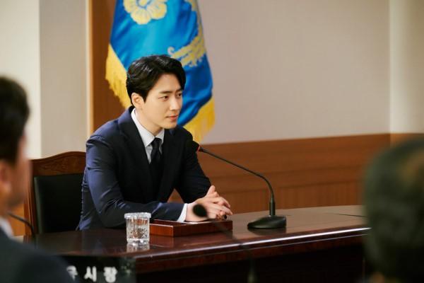 6 cảnh chấn động của Lee Joon Hyuk ở Tổng Thống 60 Ngày: Con tàu chỉ có một thuyền trưởng, tôi là người đó! - Hình 11