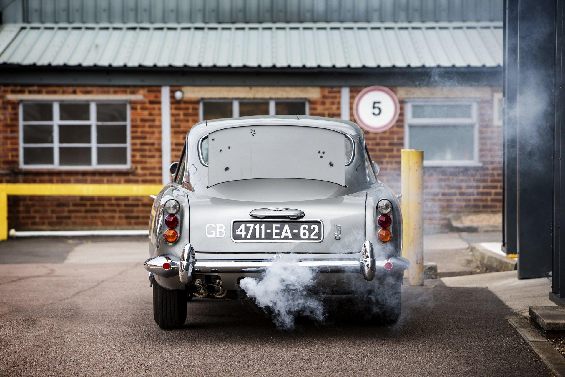 Chiếc xe đắt nhất trong loạt phim James Bond đã có chủ, trang bị của xe gây sốt - Hình 2
