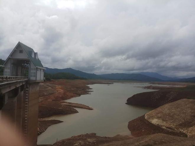 Hồ Rào Quán xuống mực nước chết, Công ty Thủy điện Quảng Trị ngừng phát điện - Hình 1