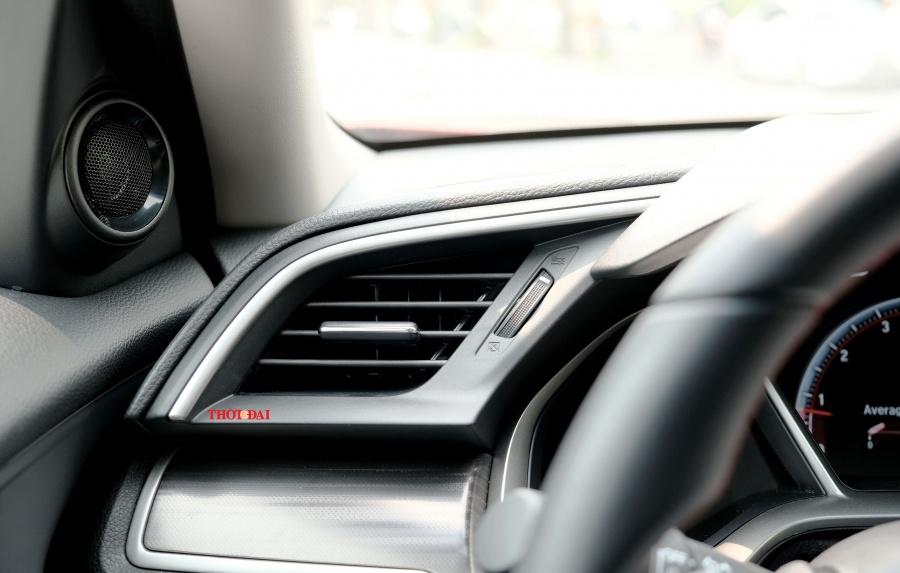 Honda Civic RS 2019: Trẻ, khoẻ nhưng kém thể thao vì hộp số CVT - Hình 8