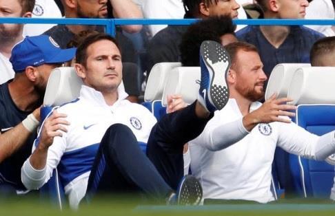 Lampard đăm chiêu trên ghế huấn luyện sau 3 trận liên tiếp không thắng - Hình 12