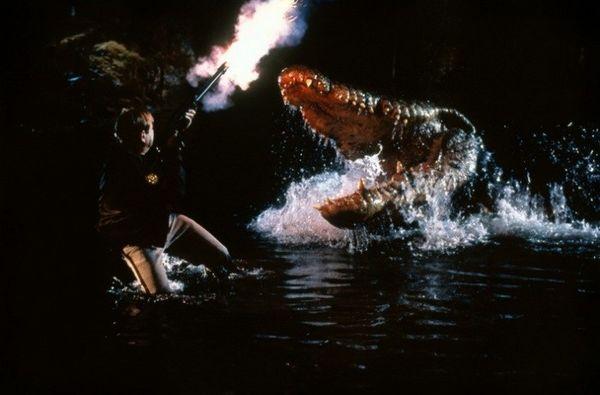 Lỡ yêu Crawl - Địa đạo cá sấu tử thần, xem thêm 10 tựa phim quái vật bò sát hấp dẫn sau đây! - Hình 1