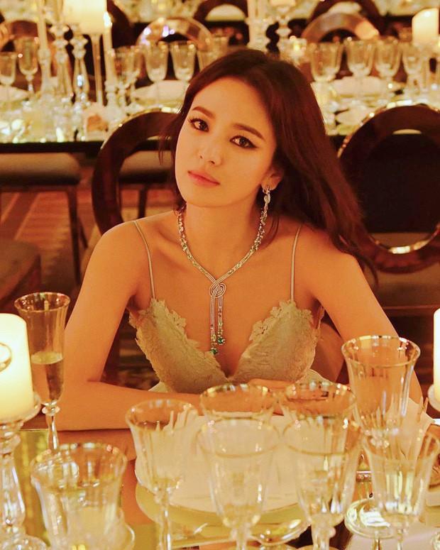 Song Hye Kyo lần đầu tung bộ ảnh hậu ly hôn: Quyền lực, lột xác cá tính lạ thường nhưng lại bất ngờ bị netizen chê - Hình 6