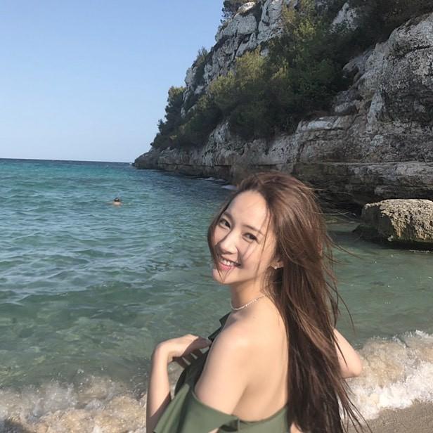 Tình cũ của Lee Min Ho khiến người hâm mộ mắt tròn mắt dẹt vì nhan sắc rạng rỡ dù đã bước sang tuổi 33 - Hình 3