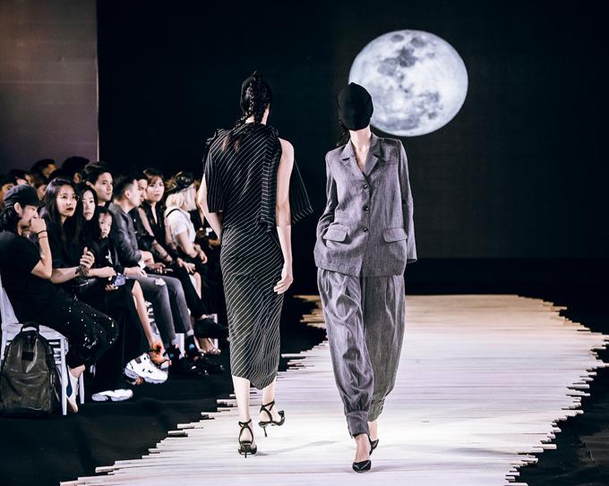Dàn mẫu bịt mặt catwalk trong show Devon Nguyễn - Hình 8