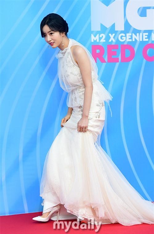 Siêu thảm đỏ hội tụ quân đoàn idol, diễn viên siêu khủng: Goo Hye Sun lạc quẻ, TWICE đọ tầm quyến rũ chan chát với MAMAMOO - Hình 21