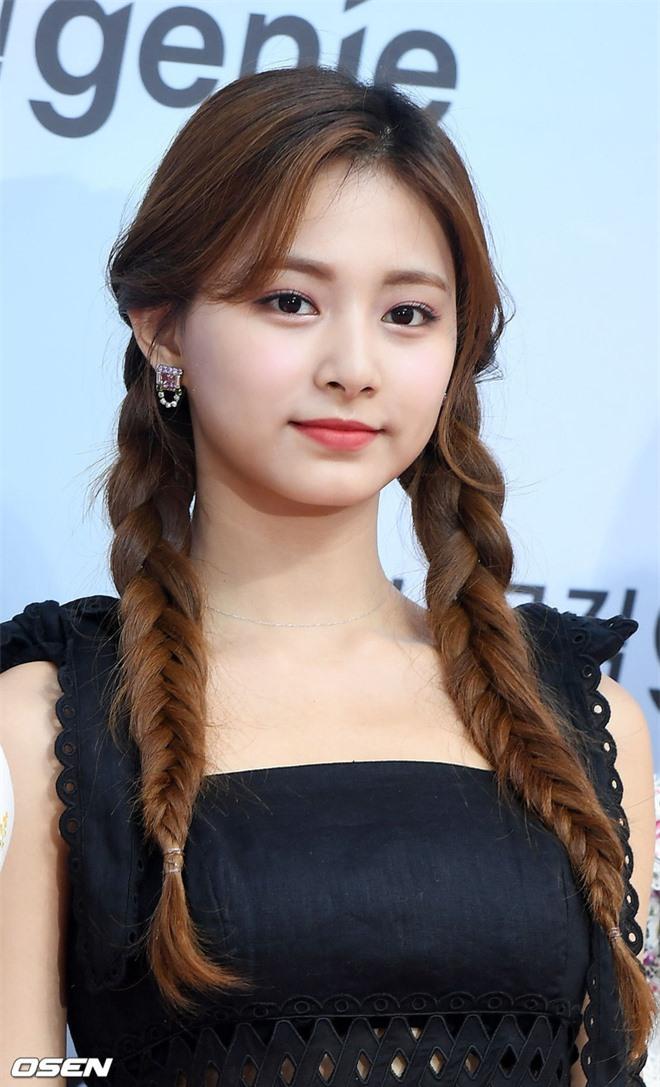 Siêu thảm đỏ hội tụ quân đoàn idol, diễn viên siêu khủng: Goo Hye Sun lạc quẻ, TWICE đọ tầm quyến rũ chan chát với MAMAMOO - Hình 4