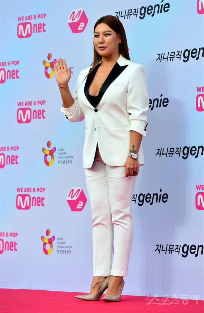 Siêu thảm đỏ hội tụ quân đoàn idol, diễn viên siêu khủng: Goo Hye Sun lạc quẻ, TWICE đọ tầm quyến rũ chan chát với MAMAMOO - Hình 44