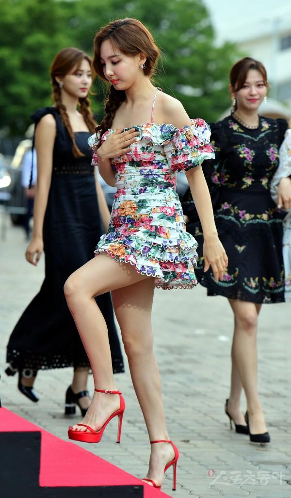 Siêu thảm đỏ hội tụ quân đoàn idol, diễn viên siêu khủng: Goo Hye Sun lạc quẻ, TWICE đọ tầm quyến rũ chan chát với MAMAMOO - Hình 1