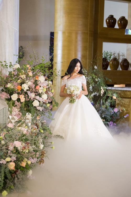 13 mẫu váy giúp cô dâu hóa thành nàng công chúa hiện đại - Hình 8