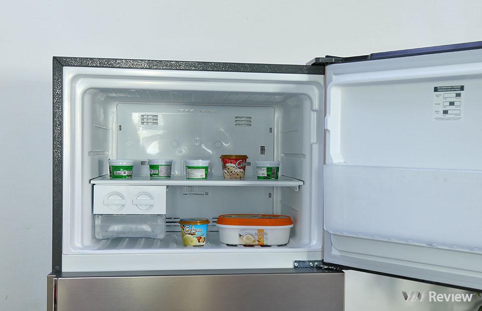 Đánh giá tủ lạnh Electrolux NutriFresh Inverter ETB4600B-G: khác biệt ở ngăn chứa rau củ - Hình 2