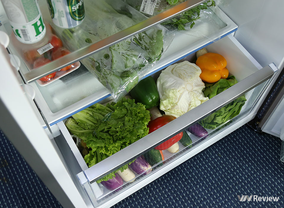 Đánh giá tủ lạnh Electrolux NutriFresh Inverter ETB4600B-G: khác biệt ở ngăn chứa rau củ - Hình 5