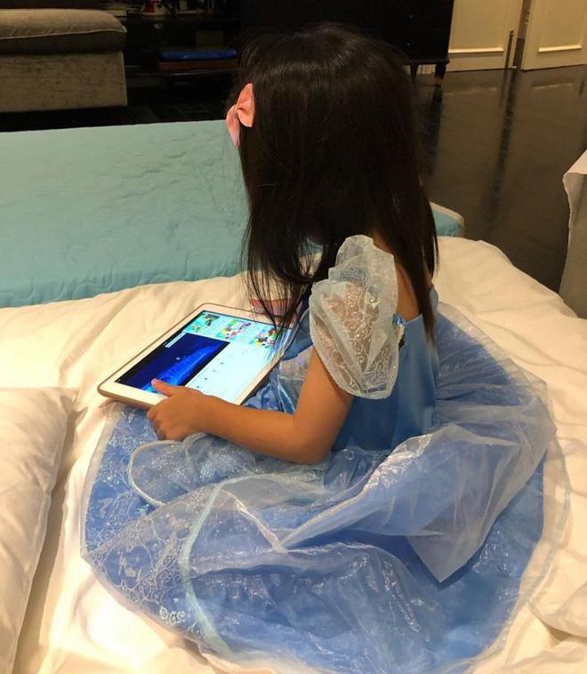Không còn vô tình, Hà Tăng thoải mái đăng clip khoe gần hết gương mặt đáng yêu của công chúa nhỏ Chloe Nguyễn - Hình 4