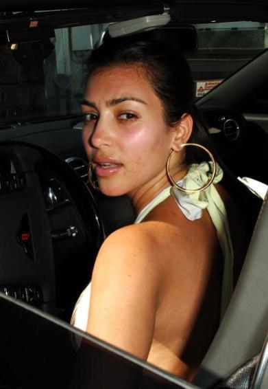Kim Kardashian và những lần mặt mộc xuống phố xấu không nhận ra - Hình 4
