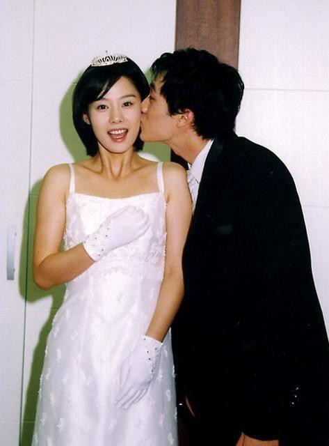 So Ji Sub và tình yêu ở tuổi 42: Sau 20 năm chờ đợi cuối cùng cũng đã đủ dũng khí để yêu đương, chân chính bảo vệ người con gái của riêng mình - Hình 4