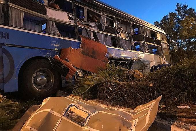 2 xe giường nằm tông nhau, 25 người thương vong - Hình 2